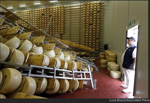 イタリア北部の地震でパルメザンチーズに莫大な被害が
