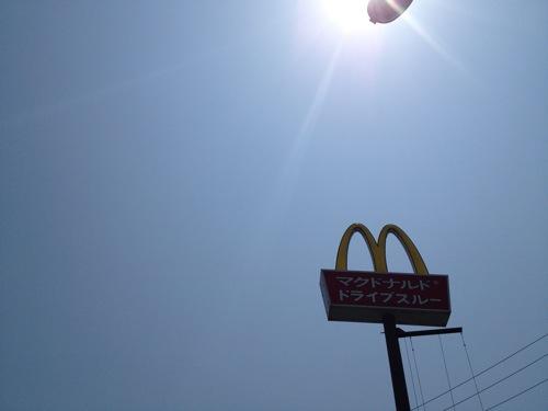 昼間のマクドナルドはチキンナゲットだらけだった
