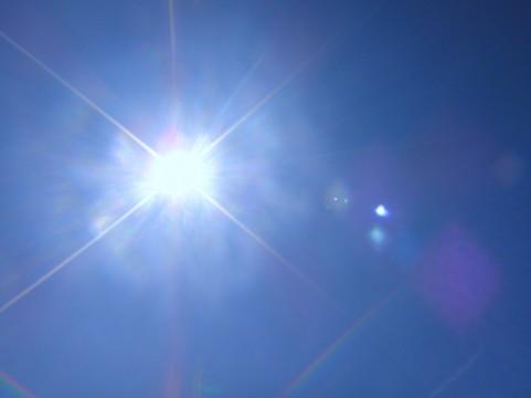 トラック運転手として28年間、顔の左半分だけ日光をたくさん浴びた人の写真がすごかった。