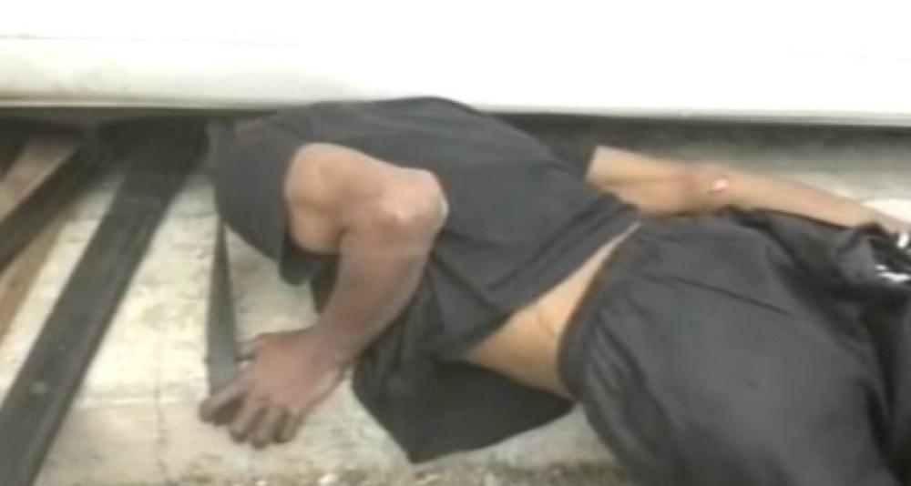 シャッターに挟まれ9時間動けなかった泥棒、「頭部」が不法侵入していたため逮捕
