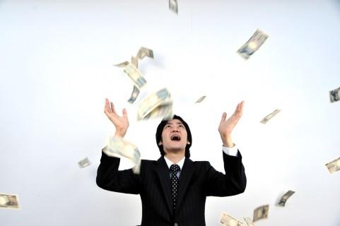 粗大ごみのマッサージいすから現金1千万円が見つかる
