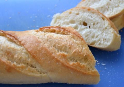 喫茶店ブレンドコーヒーの原価は10円、原価が最も安いパンはフランスパン