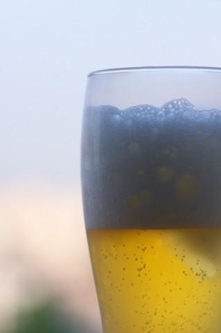 阪神甲子園球場で「ビールの売り子体験」ができる親子向けツアーの参加者を募集中