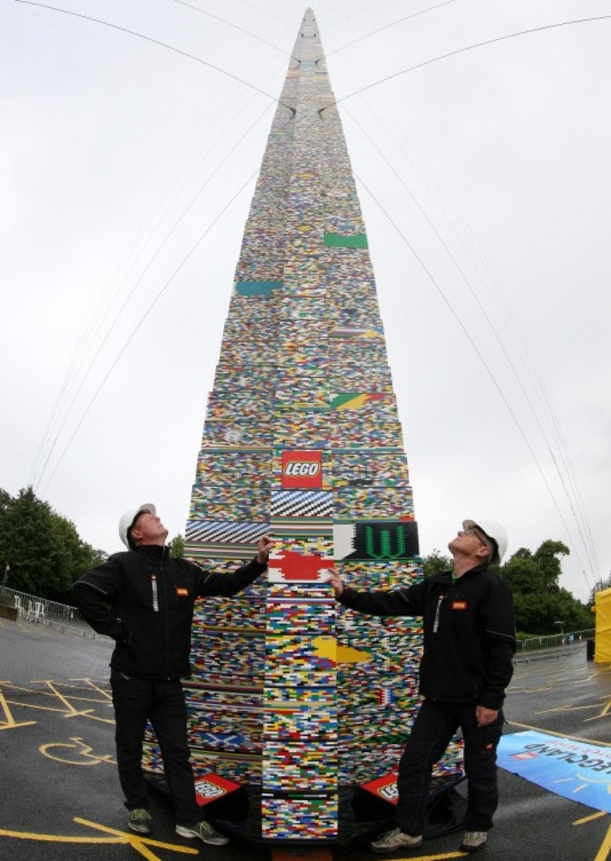 50万個以上のレゴブロックを使った世界一高いレゴタワーがすごい!