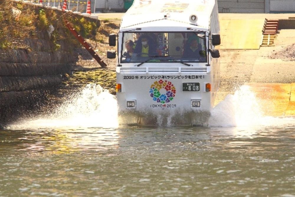 道路からそのまま海にダイブ!「水陸両用バス」に乗れるツアーが始まるぜ!