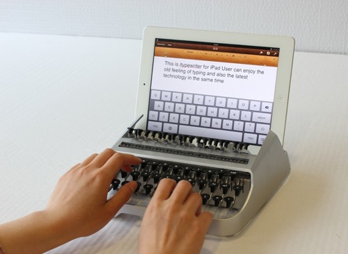 iPadをタイプライターに変身させる外付けキーボードがステキ
