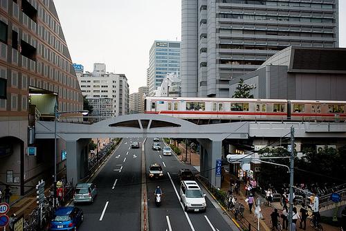 東京メトロの地下鉄、一部区間でケータイが利用可能になるそうです