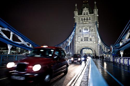 「昼は客を乗せ、夜は客を泊める」タクシーが話題に