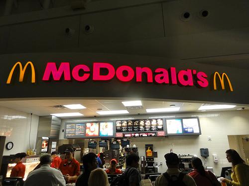 マクドナルド、高級路線じゃ売れないから値下げへ