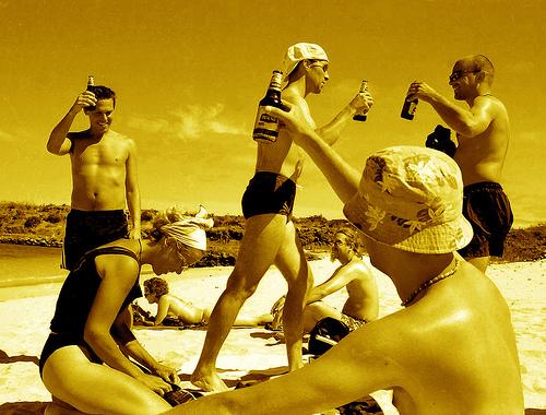 お酒を飲んだ後は日焼けに注意しましょう