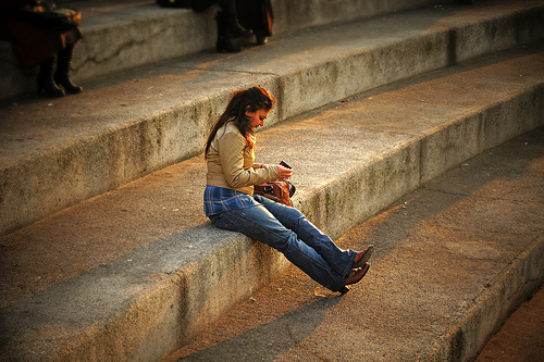 母親はスマートフォンを使ってストレスを軽減していることが判明
