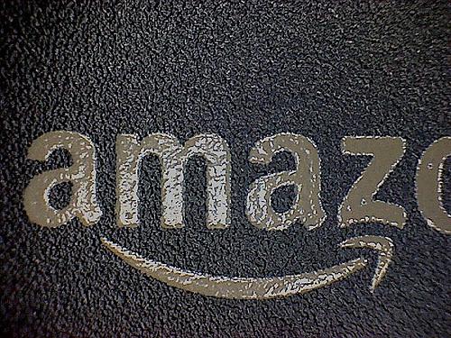 【朗報】Amazonで購入した商品の店頭受取り・代金支払いがファミリーマートで可能に