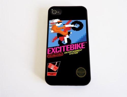 ファミコン初期のゲームをデザインしたiPhone4/4Sのケースがいい味出してる