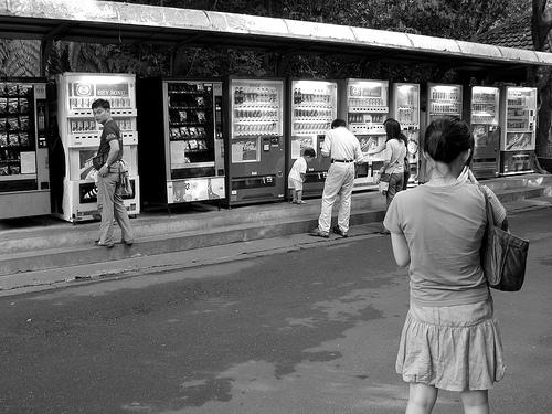 福島県の自動販売機でジュース購入後突然爆発する事件が発生