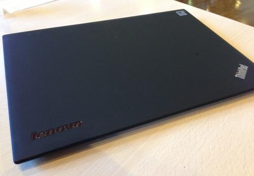 ThinkPad X1 Carbonレビュー(1)〜まずは外観をチェック!MacBook Air 11との比較も