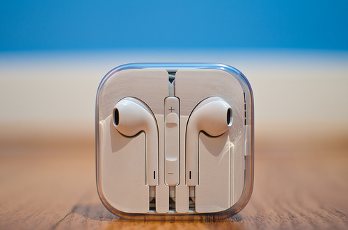 【イライラ】Apple製イヤホンをたった1秒で絡みにくくする便利ワザ【解消】