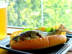 京都水族館の「アユの塩焼きドッグ」が物議をかもしてるとこ。