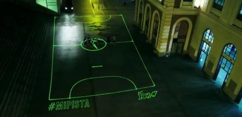 どこでもサッカーコートに?レーザービームサッカー場がカッコよすぎる