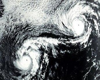 2つの台風がぶつかり合うとどうなるのか