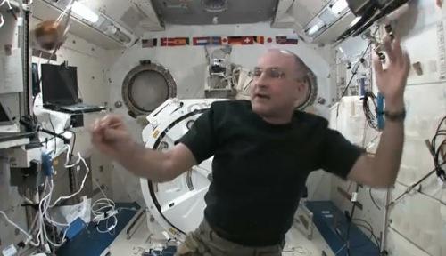 宇宙でヨーヨーをするとどうなるのか