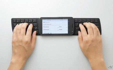 置くだけでスマホと簡単接続 エレコム NFCに対応したキーボード TK FNS040BK  CNET Japan